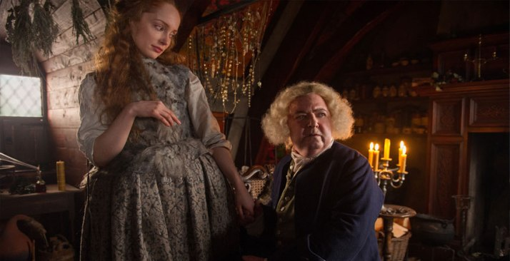 Outlander-103-Exclusive-Lotte-Verbeek-as-Geillis-Duncan-and-John-Sessions-as-Arthur-Duncan-