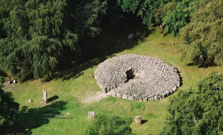 Clava20East20Cairn20nr20Inverness-Archaeology-