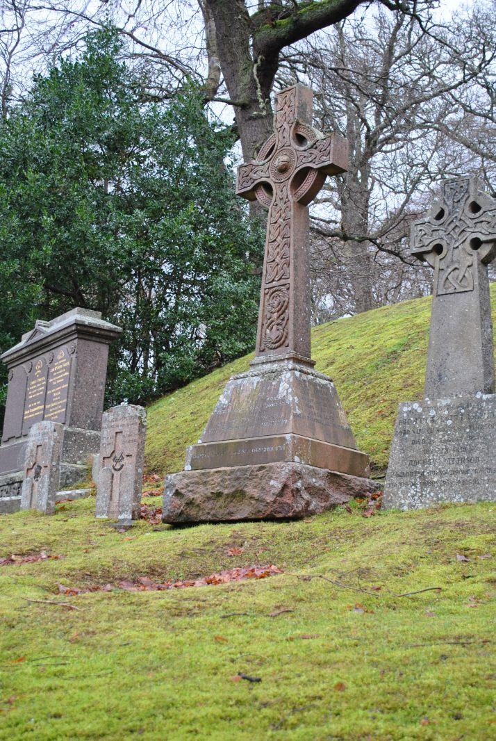 tomnahurich-graveyard-inverness-11