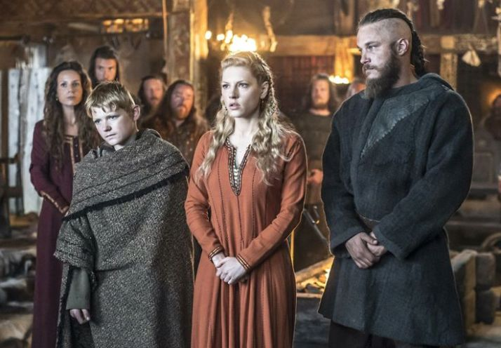 young Bjorn with parents, Ragnar and Lagertha