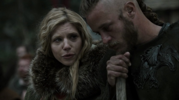 As they observe the death Lagertha announces her pregnancy