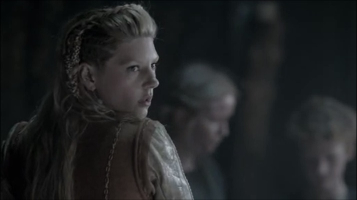 lagertha sees Athelstan come in