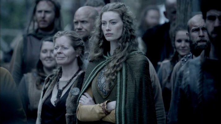 suspicious aslaug watches lagertha