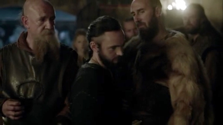athelstan is harassed by the men of kattegat