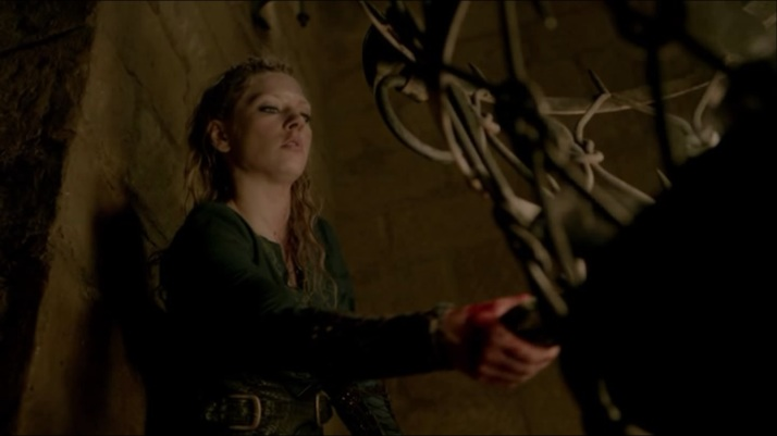 Lagertha chooses to fight fire with fire