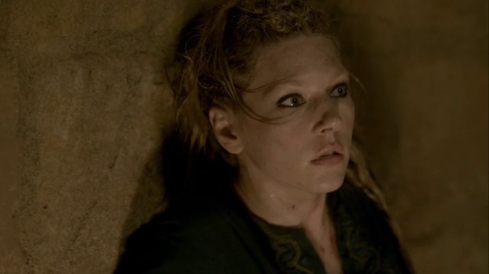 lagertha sees her warrior doused with boiling oil
