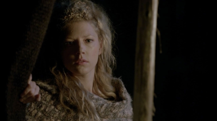 lagertha watching ragnar in pain