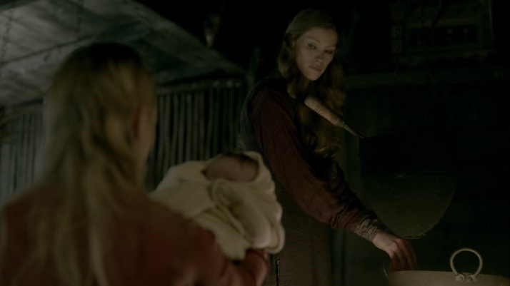 porunn tries to give her baby to aslaug