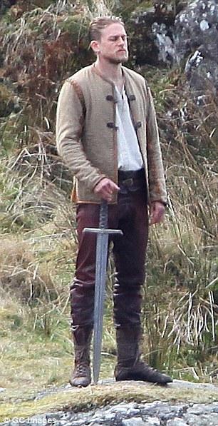 King-Arthur-tournage-Charlie-Hunman