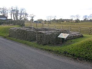 800px-Leahill_Turret_51B,_looking_East__Hadrian's_Wall
